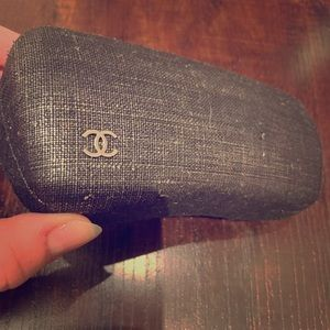 CHANEL| textured glasses case